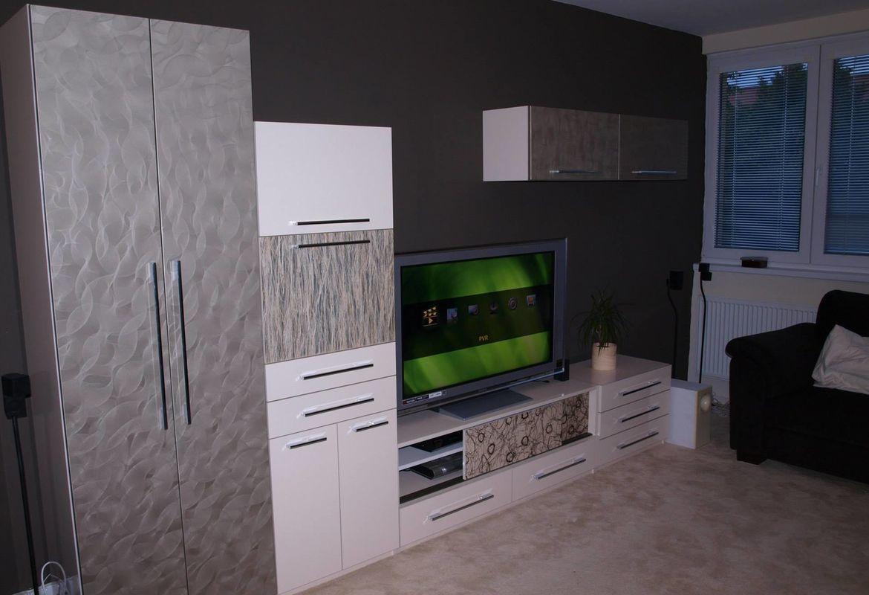 Televizní stěna bílá